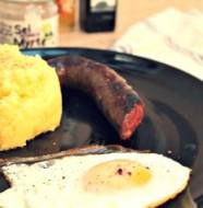 Figatellu grillé accompagné de Polenta Corse